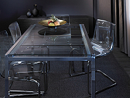 GLIVARP extendable table in chrome/tempered glass seats 4-6 with TOBIAS chairs in transparent plastic/chrome