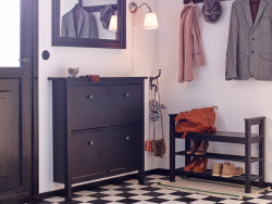 A hallway with shoe cabinet, bench with shoe storage, hat rack and mirror, all in black-brown