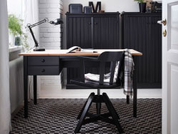 Home office design with ARKELSTORP desk and sideboard in black and wood, and FEODOR swivel chair in black
