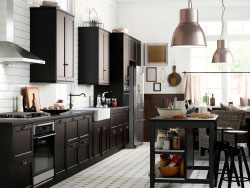 A large country kitchen with black-brown drawers, doors and a kitchen island.