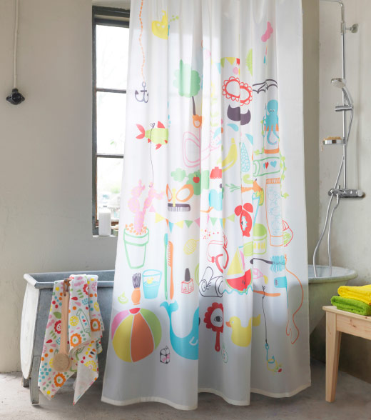 A colourful shower curtain in front of a free-standing bath tub