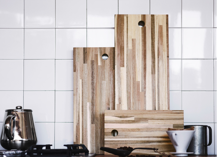 A display of chopping boards in three different sizes made of solid acacia.