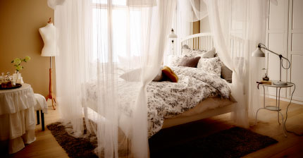 It's flowy, romantic and a little over the top, but there's something classically elegant about this bedroom canopy