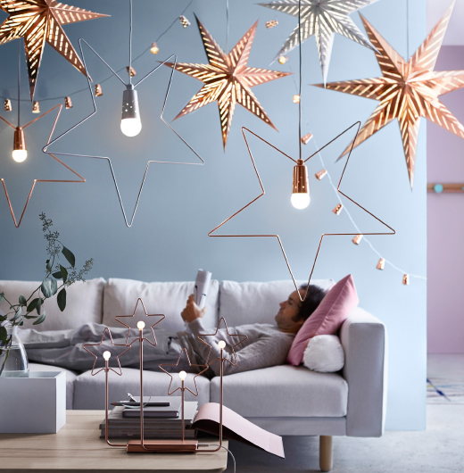 Several star-shaped pendant lamps in white and bronze-colour.