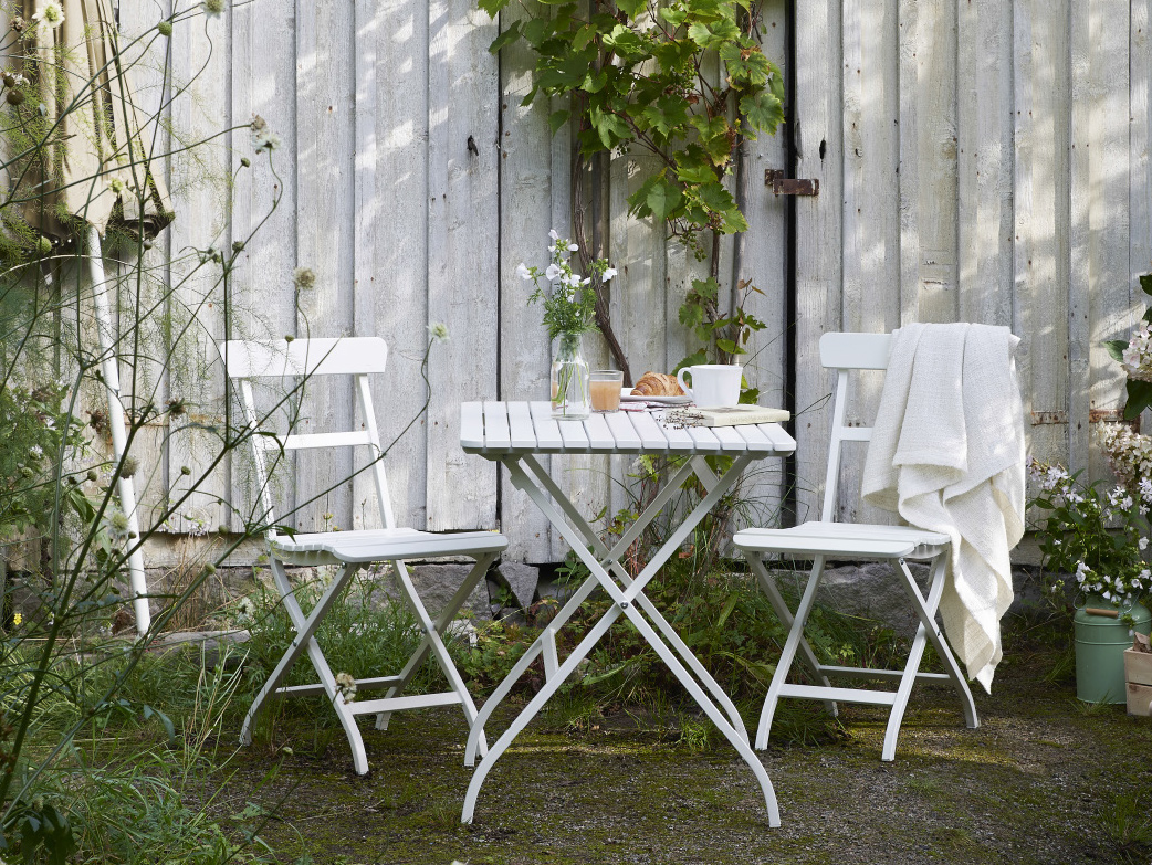 petite table de salon de jardin maison design. Black Bedroom Furniture Sets. Home Design Ideas