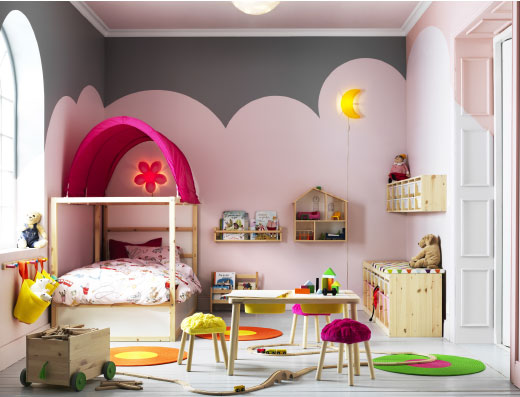 A children's bedroom furnished with a white extendable bed, a wardrobe and a chest of drawers.