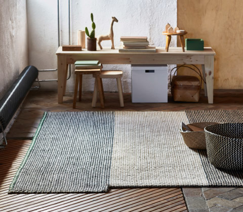 A rug in a jute and sisal mix in different natural colours.