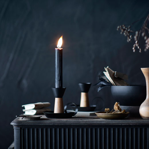 Candlestick for one candle, in black steel and solid acacia.