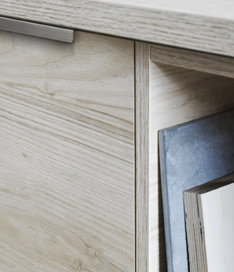 Close-up of a kitchen door in blonde ash wood effect, with a grain pattern that you can both see and feel.