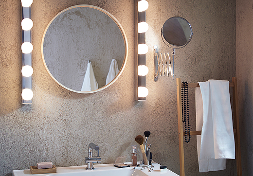 Mirror lit evenly from either side to limit shadows. Best lighting for shaving or make up application.