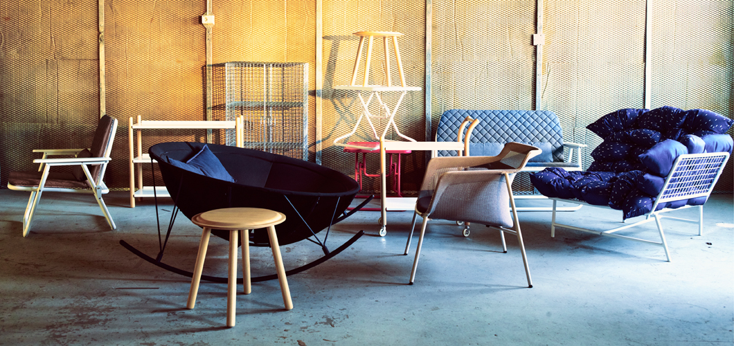 Display of a collection consisting of foldable armchairs, sofas, coffee tables, side tables and shelving units.
