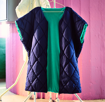 A quilted jacket without arms in dark blue with turquoise lining.