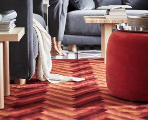 As the STOCKHOLM 2017 is a collection that privileges natural and tactile materials, many rugs from the range are made of handwoven wool. Choose one with a herringbone pattern in different orange nuances that warm up every room.