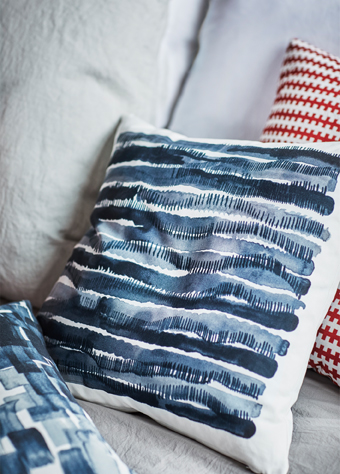 Hanna Dalrot, designer of textiles for the STOCKHOLM 2017 collection, says that water and how the weather affects it inspired her designs. Each print on the cushions from the collection is her interpretation of rain drops, waves and light reflections.