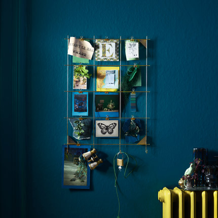 Clip or hang up your favourite things on IKEA MYRHEDENframe that's made of thin brass-coloured metal with twelve clips and hooks.