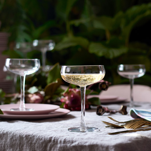 The low and wide shape of IKEA STORHET champagne coupe makes it extra festive to serve sparkling wine or champagne in.
