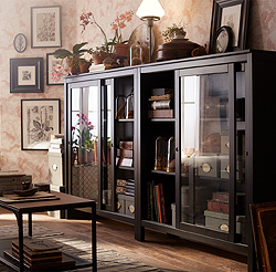 This traditional, black-brown HEMNES cabinet in solid wood with sliding glass doors displays and protects your most treasured belongings. It adds a vintage atmosphere to any room and will age beautifully, so you can enjoy it for many years to come.
