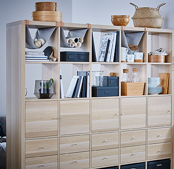 Our KALLAX storage shelving unit in white stained oak effect can be used as a room divider with open and closed storage, while making your home less cluttered. Fine tune with drawers, shelves, boxes and inserts and show off your favourite things.
