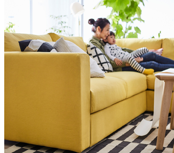 This golden-yellow sectional VIMLE sofa allows you to create just the seating solution you need. Some sections offer a bed inside, so friends and family can stay over even if you don't have a guest room.