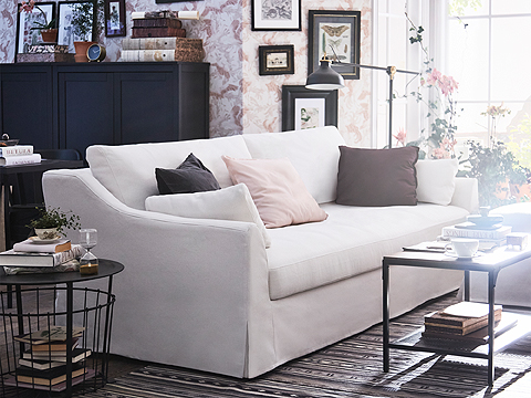 This FÄRLÖV three-seat sofa has pocket springs that follow your body for maximum comfort. The curved armrests give it a gracious look and the white cover is made from crisp, renewable cotton and linen.