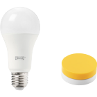 This ready-to-use IKEA TRÅDFRI smart kit contains a yellow wireless dimmer and an E27 LED light bulb with warm white light. It lets you dim your lights wirelessly and adapt the tone to your mood.
