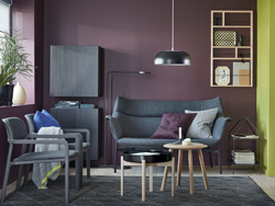Add a mid-century touch to your living room. Place the YPPERLIG 2-seat sofa in Gunnared dark grey against a deep red wall.