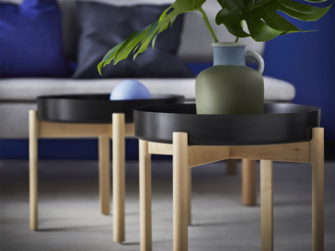 The IKEA YPPERLIG coffee table is portable with scratch-free feet made of natural soft birch. Topped with a sturdy metal surface, this modern classic fits in any living room setting.