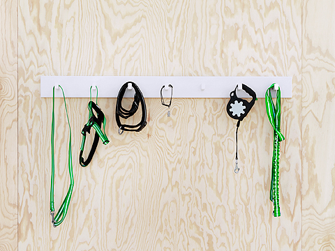 LURVIG offers also a choice of leashes and collars with reflex. There's an extendable leash, an anti-shock one, a harness and collars for cats and dogs too.