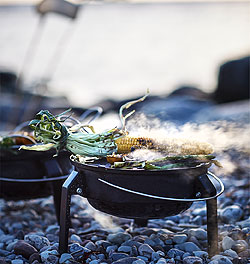 Don't forget your portable KORPÖN charcoal grill on your next summer adventure. You can easily fold it up and store it away, so it's ideal for any park, camping or road trip. IKEA has grill pans, barbecues and more for all of your outdoor get-togethers.