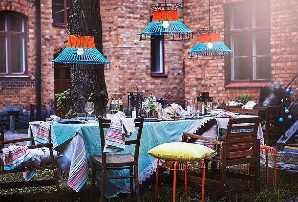 Host a neighbourhood cookout to remember! The modern, orange and blue SOLVINDEN LED pendant lamps are decorative and unique. They make a colourful addition to your outdoor décor. Add a splash of pastel colour with the SOMMAR tea towels and tablecloth.