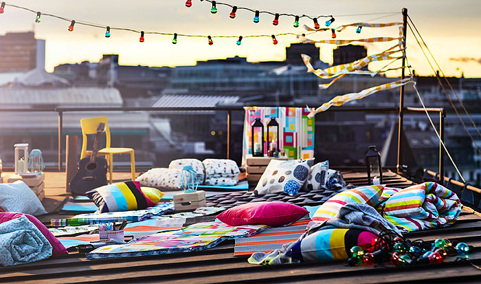 It's easy to throw a spontaneous rooftop party with the IKEA Summer collection 2018. String up this multicoloured SOLVINDEN LED lighting chain and show off your summery pink SOMMAR 2018 quit cover and pillow cases.
