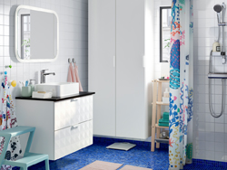 A modern blue, pink and white bathroom with GODMORGON cabinet, TOLKEN countertop and HÖRVIK sink.