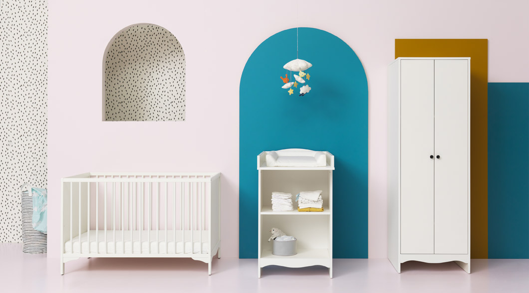 The white IKEA SOLGUL cot was designed with focus on safety, comfort and non-toxic materials. The base can be placed at two different heights.