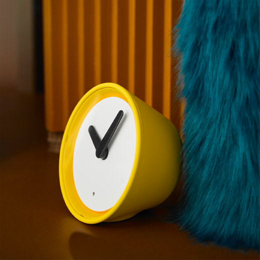The yellow IKEA STOLPA clock has a classic look on the outside, but new, silent and tick-tock-free technology inside.