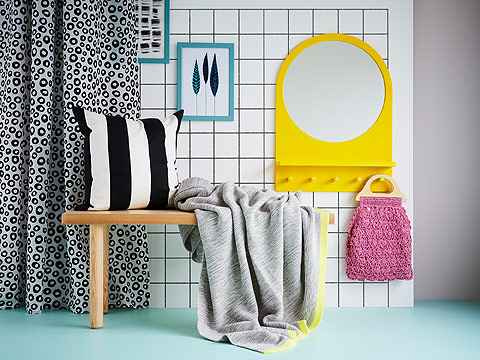 Give your home that summer feeling. The bright yellow SALTRÖD mirror and LISMARI throw add a decorative and soft touch to your bedroom. Don't forget the black and white VÅRGYLLEN cushion for a fun colour contrast!