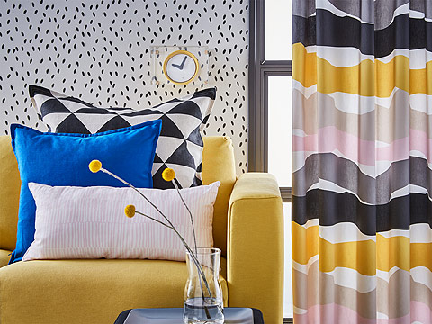 Dare to be bold with contrasting patterns and textiles at IKEA! The colourful ODDVEIG curtains and black and white JOHANNE cushion will draw attention to your living room.