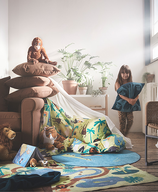A jungle-themed revamp of your child's room only takes an afternoon with the DJUNGELSKOG collection.