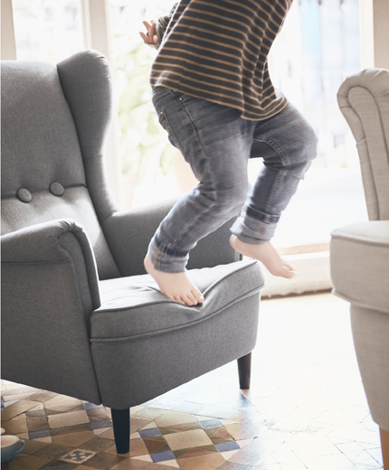 STRANDMON is a children's armchair for both reading and playing, adapted for the safety and ergonomics of small bodies.