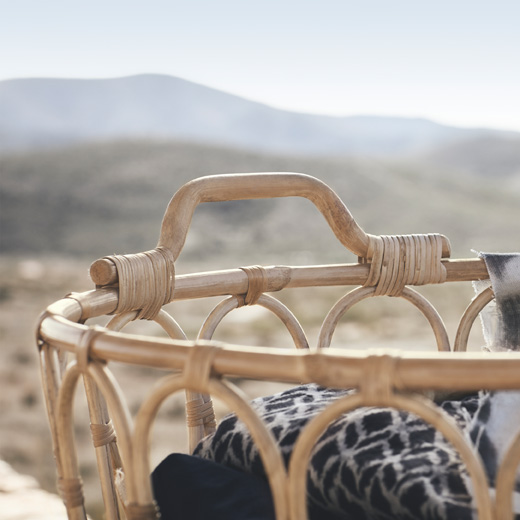The handmade SNIDAD rattan basket keeps blankets and pillows in order, while adding a warm, genuine feeling.
