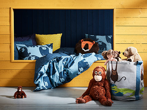 Your little ones will love to sleep with this cute DJUNGELSKOG soft toy lion! The cozy blue DJUNGELSKOG quilt cover and matching pillow cases, along with the DJUNGELSKOG storage bag, will keep both kids and parents happy.