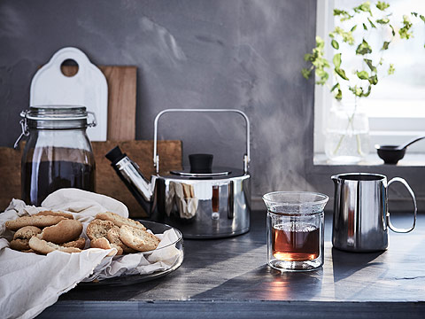 IKEA AVRUNDAD clear glass mugs come in a two-set and have double wall insulation to keep drinks warm and your hands cool from hot liquids. These cups have a jar-like edge for drinking tea or laying small plants inside.