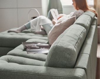 Despite a low-cut profile, the LANDSKRONA backrest cushions are sturdy enough to offer both comfort and support.