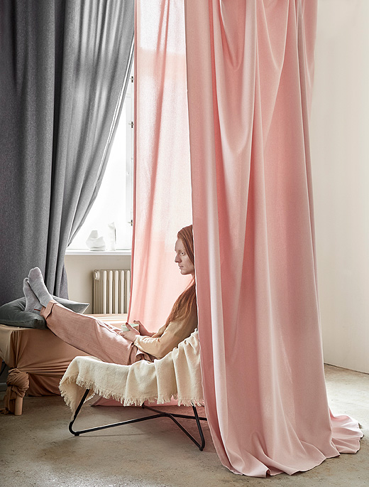 The HANNALENA curtain has a beautiful textured feel and can be hung directly on the rod.
