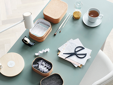IKEA FULLFÖLJA black stainless steel scissors are comfortable to grip with a soft rubber inner handle. Perfect for scrapbooking and other DIY activities!