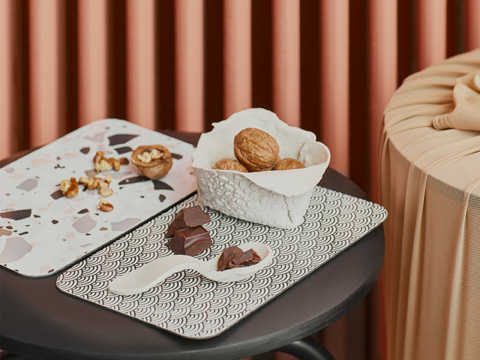 Skip the plate and use these fun laminated paper MEDFÖRA trays with decorative graphic prints. It's a fun way to serve sandwiches or snacks to your guests!