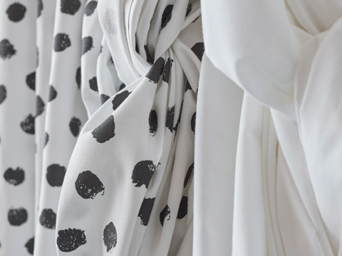 Awaken your inner home decorator with SKÄGGÖRT fabric in a bold black dots and white background. The fun pattern coordinates well with cushion covers, table cloths and napkins too.