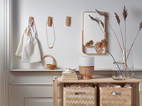Bring a soft mood to a room with IKEA SKUGGIS bamboo hooks. The hidden mounted fittings bring out the bamboo's beauty. Or hang them in the bathroom, too!