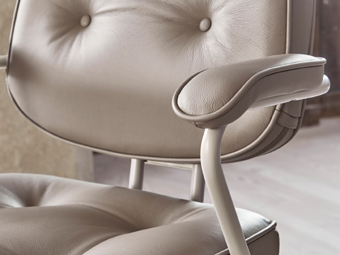 The traditional details of ALEFJÄLL swivel chair are evident like its beige leather seat, back and armrests and its metal frame. It's designed for ergonomics too.