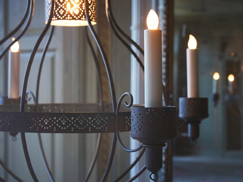 Set a moody, romantic feel at home with ÄPPELVIKEN four-armed chandelier from IKEA. In powder-coated steel, it can hold electric light or candles and tea lights, too.