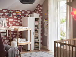 Create a calm and organised nursery with IKEA STUVA FRITIDS white clothes wardrobe. The low height, rounded corners and handles make it a safe and child adapted closet.